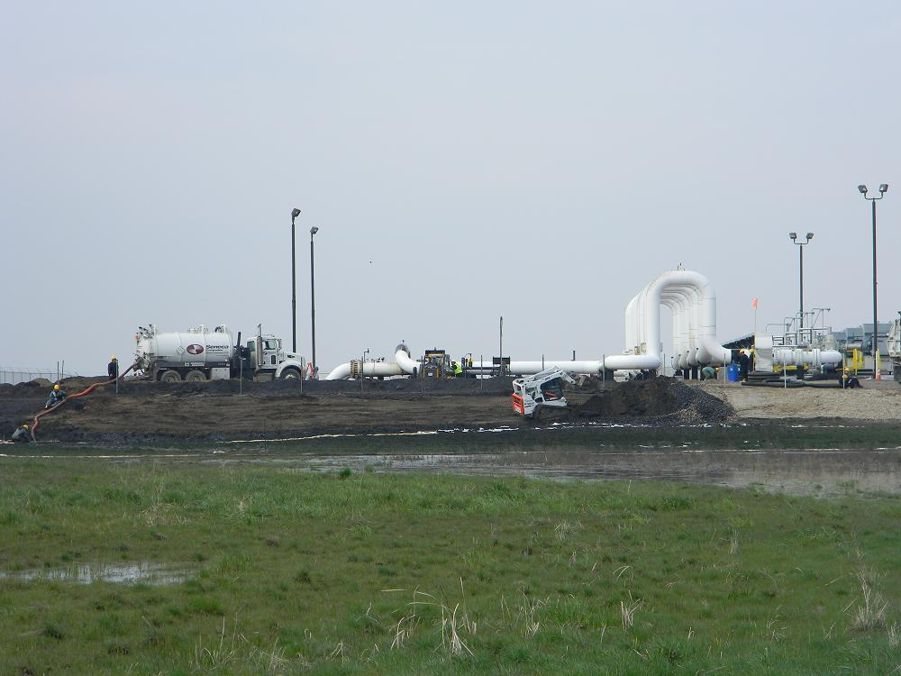 Emergency cleanup crews at Ludden Pumping Station, TransCanada Keystone tar sands pipeline, Sargent County, North Dakota, May 9, 2011 | Photo by Pete Carrels