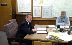¡Es necesario enseñar inglés! Aberdeen Development Corporation CEO Mike Bockorny (left) addresses Commissioner Tom Fischbach (right) and other members of the Brown County Commission, Aberdeen, SD, February 24, 2015.